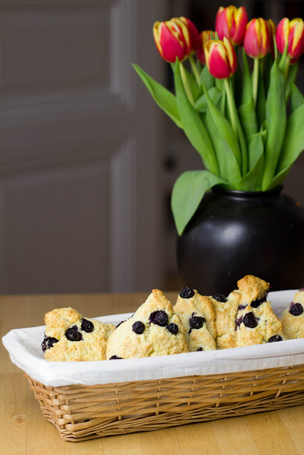 sonntagsfr hst ck blueberry cream scones mit clotted cream und marmelade moey 39 s kitchen. Black Bedroom Furniture Sets. Home Design Ideas
