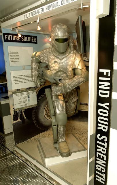 http://1.bp.blogspot.com/-bkYKwBUlm3A/UaeUGeF0hVI/AAAAAAAAFLU/GyD5D8hI8BM/s1600/US_Army_powered_armor.jpg