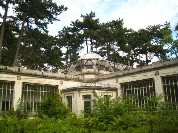 Zoologico humano abandonado en París