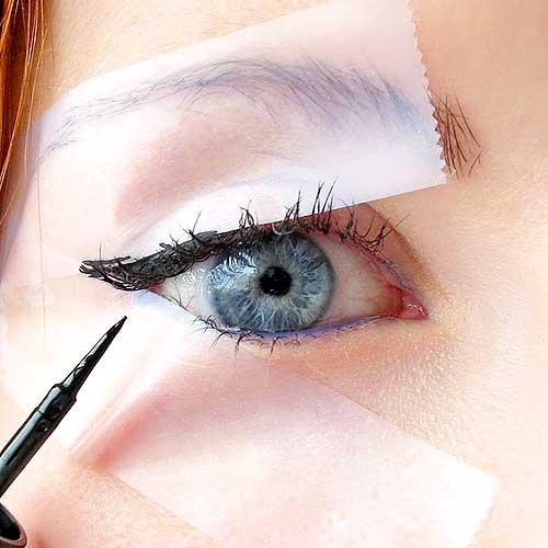 como delinear tus ojos con cinta adhesiva
