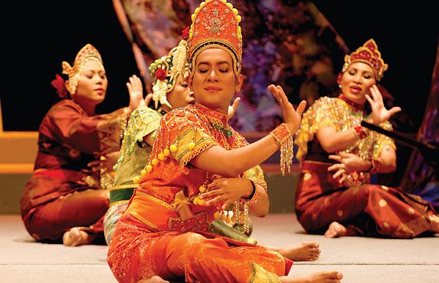 Mak yong Dance.