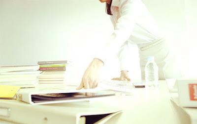 整理好办公桌,不要把时间花在找东西