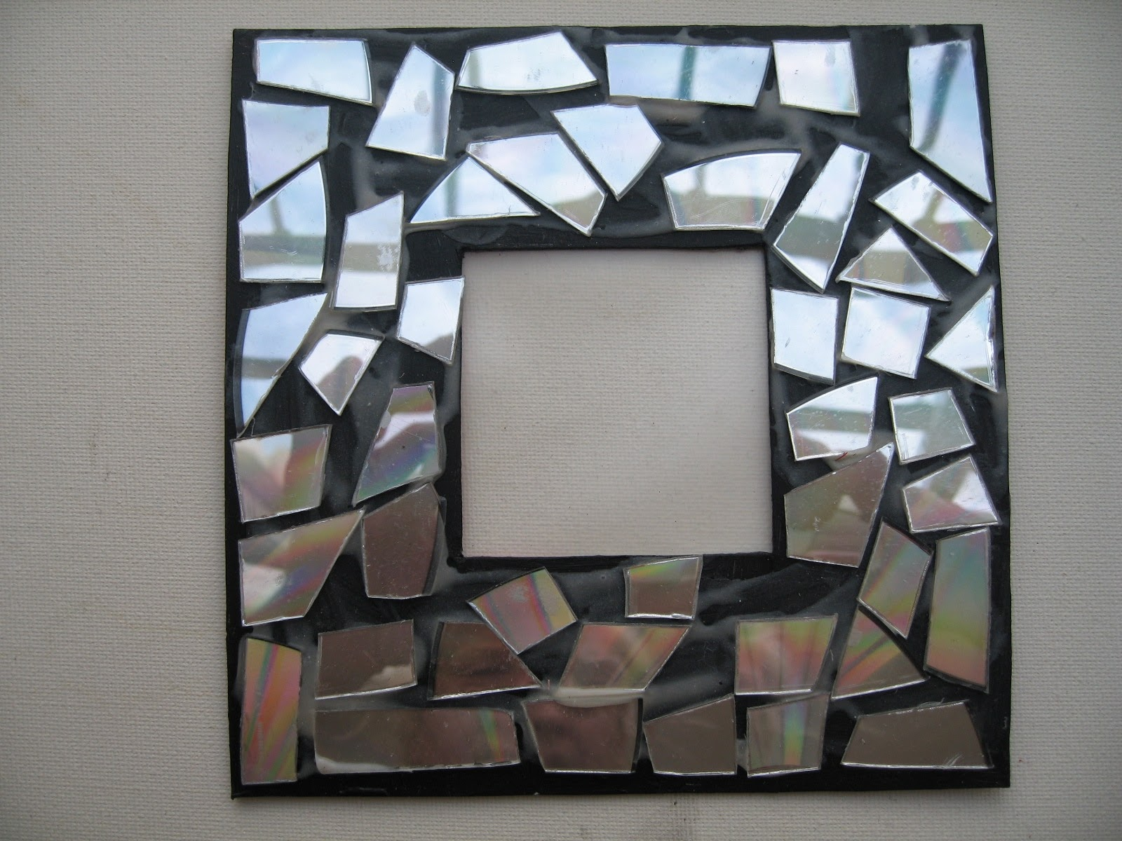Picture Frame. Hereu0027s An Idea Using Recycled CDs ...