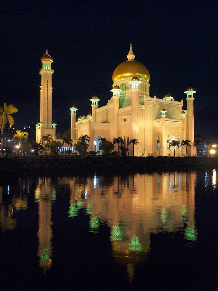 Masjid Sultan Omar at night