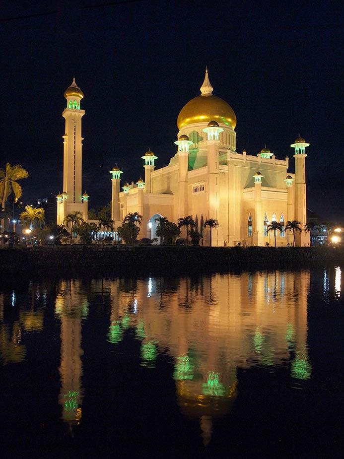 Masjid Sultan Omar at night