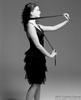 Anne Hathaway photoshoot for Vanity Fair magazine - black and white - pic 9