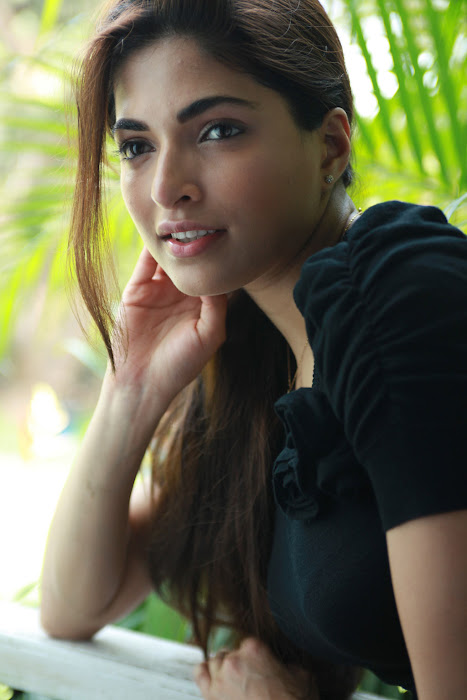 billa 2 heroine parvathy omanakuttan latest photos