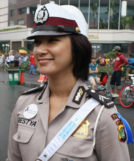 kumpulan polwan polisi manis cantik polcan poltik ngewe anak smp cerita Bokep 3gp
