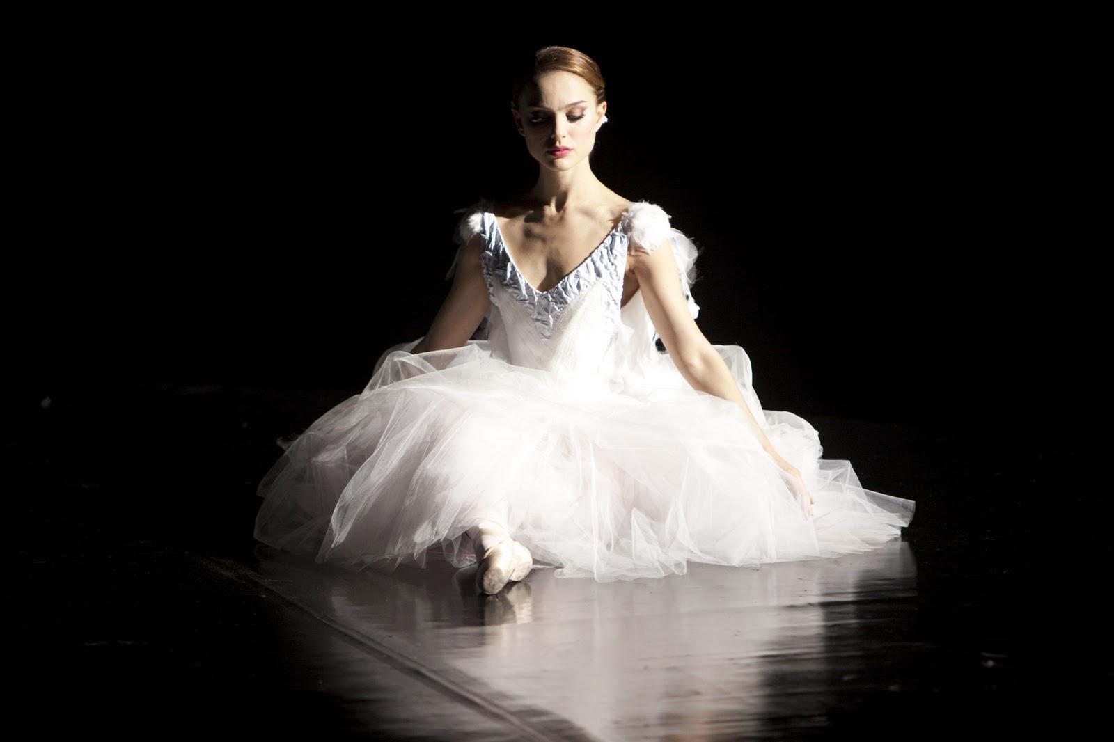 http://1.bp.blogspot.com/-blWW3D1z2J0/TrY9--sFTBI/AAAAAAAAkUU/ZaEV4LJOzpY/s1600/Black-Swan-Wallpaper-Photo-Natalie-Portman-as-Nina-Sayers-2.jpg