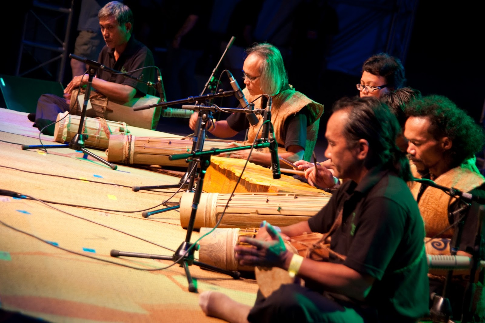 malay music in malaysia a Malaysian music is not an exception like indonesian music, malaysian music is a delicious mix of western string instruments, melodies and local rhythms music is the representation of culture and tradition of a country malaysian music mirrors the cultural diversity of the country.