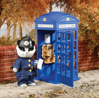 Sylvanian Families, 25th Anniversary Police Box (plus cop)
