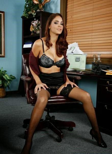 Jasmine Caro, una de las mejores Pornstar del mundo, guapa, dulce y picante. Chicas guapas 1x2.