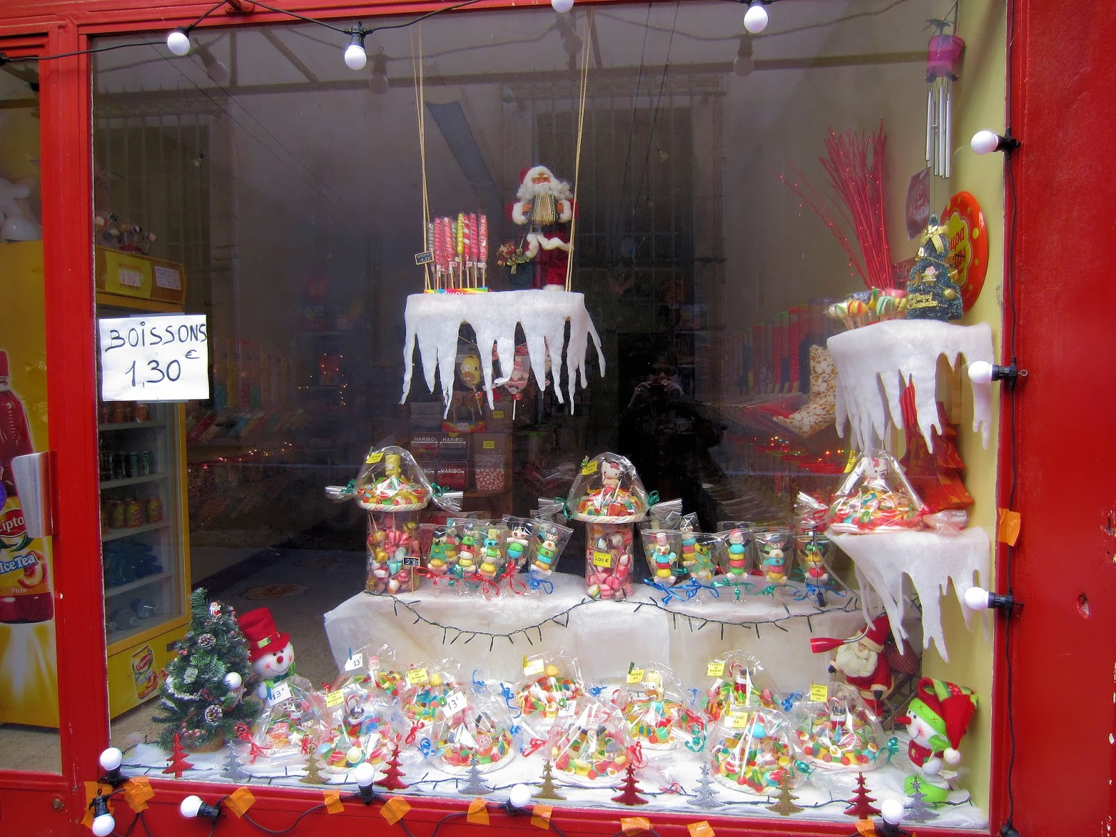 Christmas in Provence - window shopping - a kid's paradise