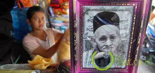 Foto Kakek berkopiah hitam