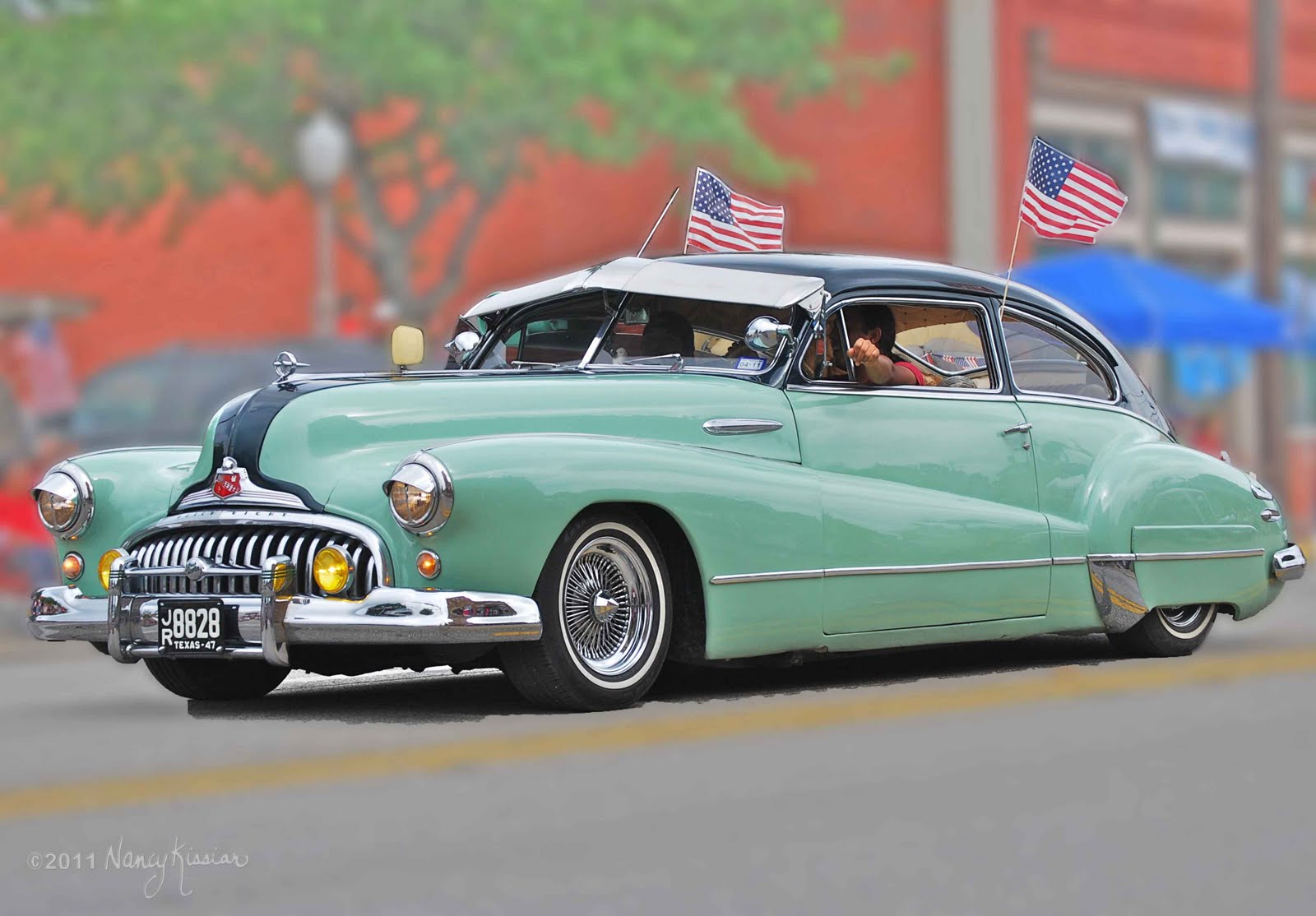 wild about texas 1947 buick roadmaster decked for parade. Black Bedroom Furniture Sets. Home Design Ideas
