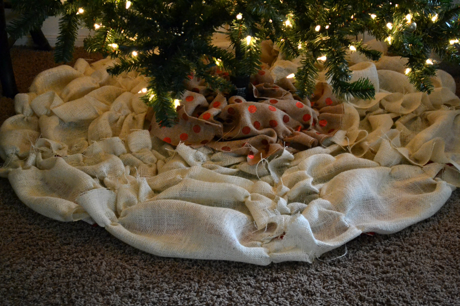 Bellapia Designs: NO SEW Bussled Burlap Christmas Tree Skirt