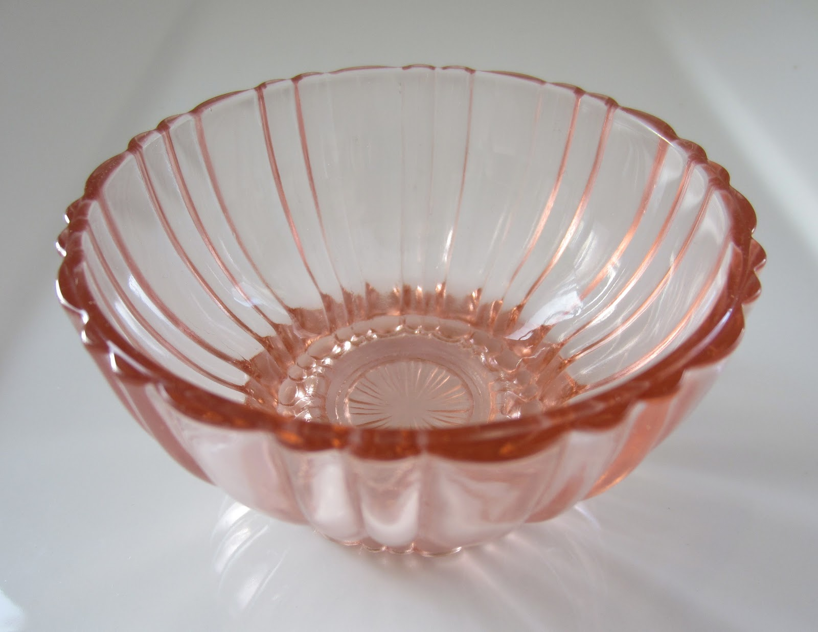 Vaisselle En Verre : vintage et distinction vaisselle en verre rose depression ~ Teatrodelosmanantiales.com Idées de Décoration