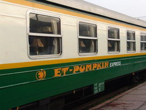 Tàu lào cai Pumpkin Express train