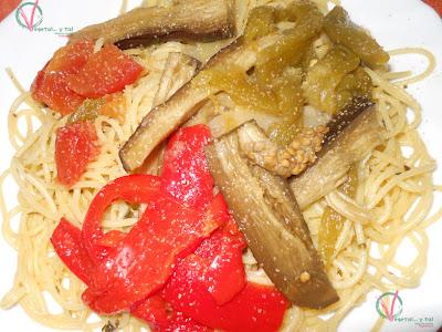 Ensalada de pasta y verdura asada.