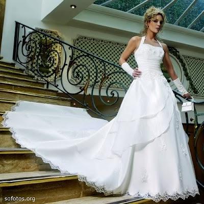 Vestido de noiva, com cauda grande
