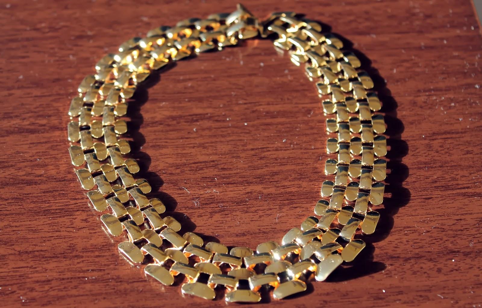 http://www.romwe.com/ROMWE-Hollow-out-Wide-Golden-Necklace%287.9900%29-p-78140.html?xoxoentresaias