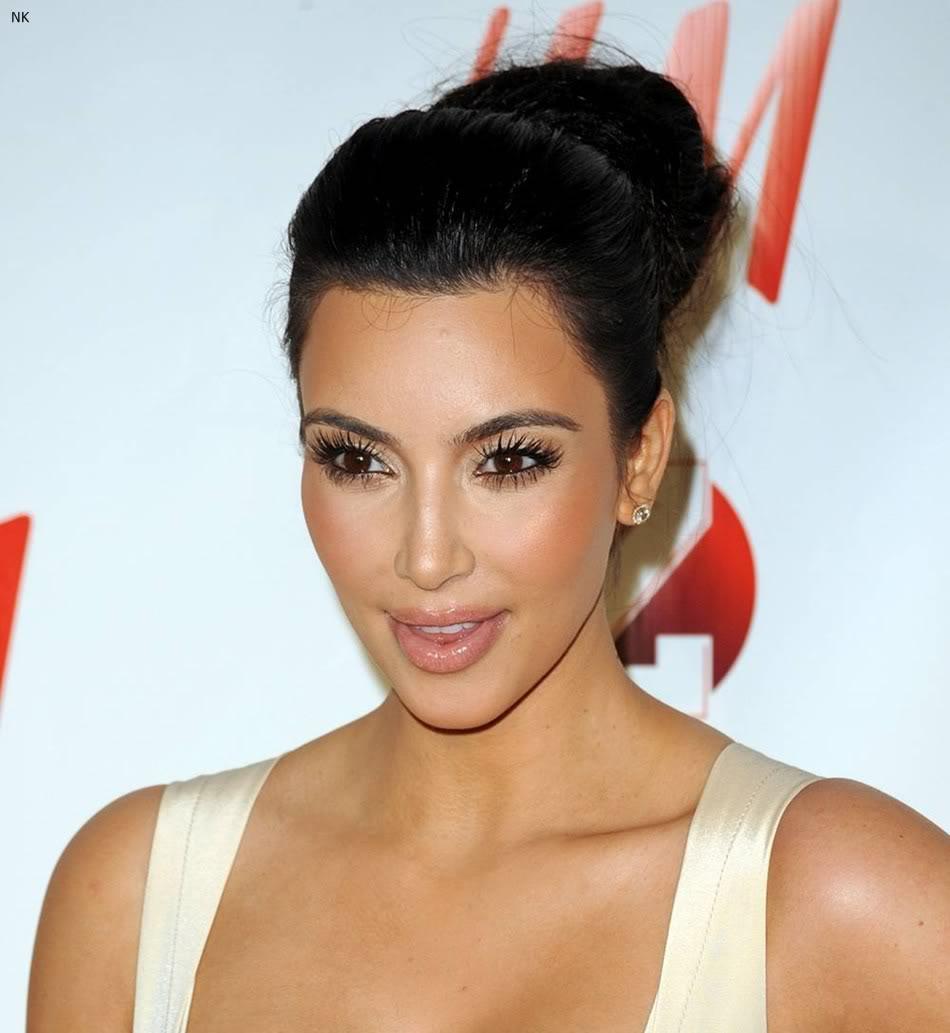http://1.bp.blogspot.com/-bnYb-bS7Y5s/TbS4-8_nalI/AAAAAAAADvM/DHaifegBBQU/s1600/kim_kardashian_dress%2B%25287%2529.jpg