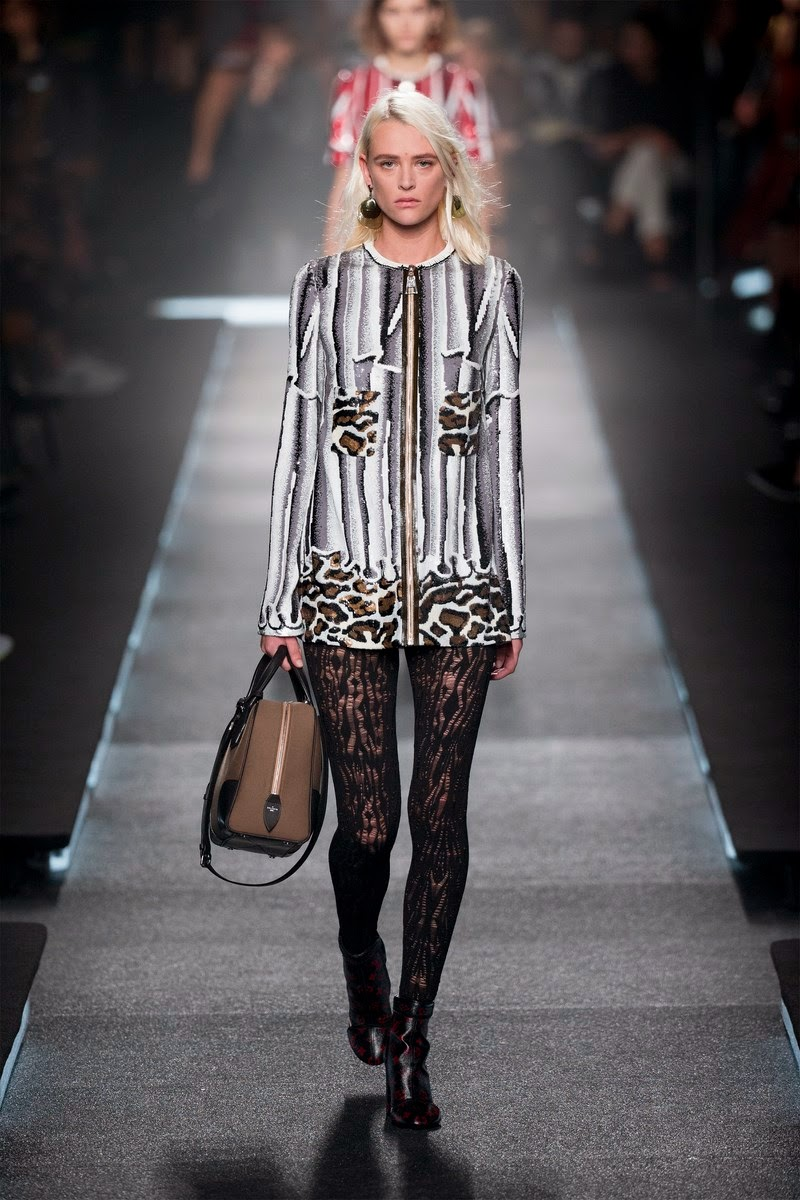 Louis Vuitton spring summer 2015, Louis Vuitton ss15, Louis Vuitton, Louis Vuitton ss15 pfw, Louis Vuitton pfw, LVSpring, Nicolas Ghesquière, Louis Vuitton Malletier, sac LV, sac louis vuitton, loui vuitton, pfw, pfw ss15, pfw2014, fashion week, paris fashion week, du dessin aux podiums, dudessinauxpodiums, vintage look, dress to impress, dress for less, boho, unique vintage, alloy clothing, venus clothing, la moda, spring trends, tendance, tendance de mode, blog de mode, fashion blog,  blog mode, mode paris, paris mode, fashion news, designer, fashion designer, moda in pelle, ross dress for less, fashion magazines, fashion blogs, mode a toi, revista de moda, vintage, vintage definition, vintage retro, top fashion, suits online, blog de moda, blog moda, ropa, asos dresses, blogs de moda, dresses, tunique femme, vetements femmes, fashion tops, womens fashions, vetement tendance, fashion dresses, ladies clothes, robes de soiree, robe bustier, robe sexy, sexy dress