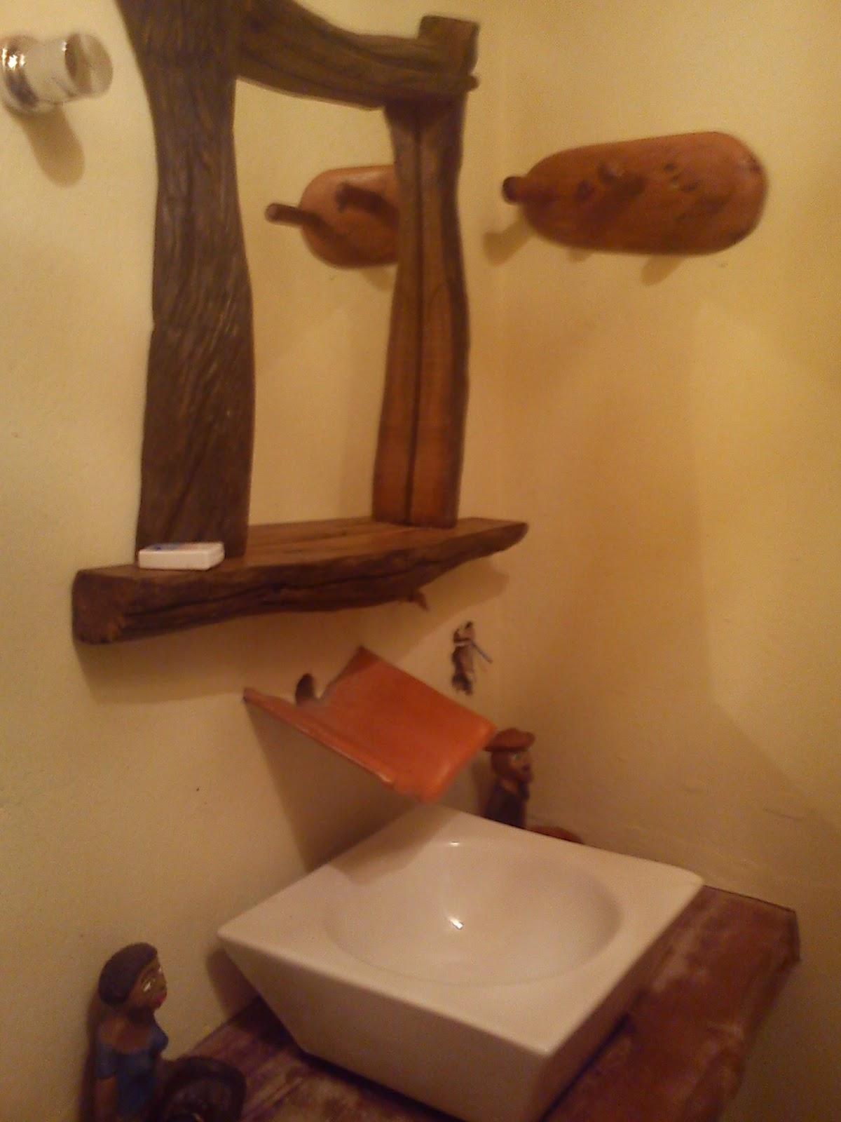 Imagens de #A84A23 espelho foi comprado numa loja em Pirenópolis GO  1200x1600 px 3626 Banheiros Simples Rusticos