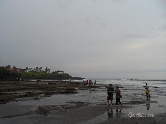 Pantai di Tanah Lot