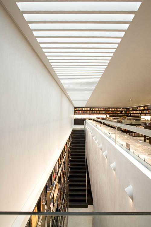 Livraria stairs lightning