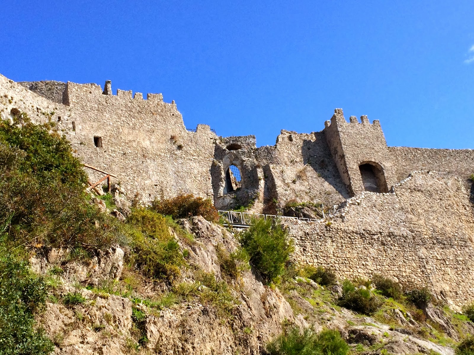 Salerno_Arechi_Castle_Longobard_Prince_Arechi_medieval_fortress