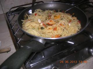 frittata di uova con fiori di zucca- riso con cuscus di verdure -  spaghetti  alla polpa di granchio con zucca....