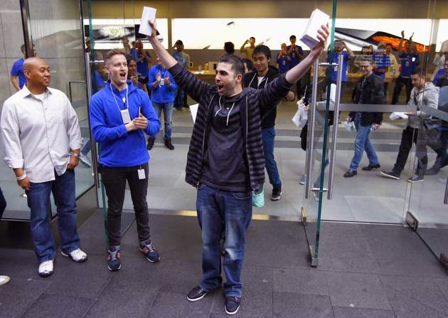 David Rahimi pemilik iphone 6 dan iphone 6 plus pertama di dunia