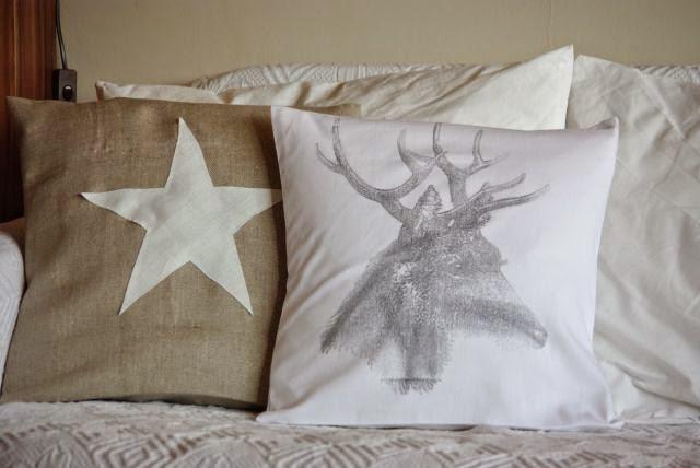Poduszka z grafiką , jeleń na poszewce, poduszka z gwiazdą