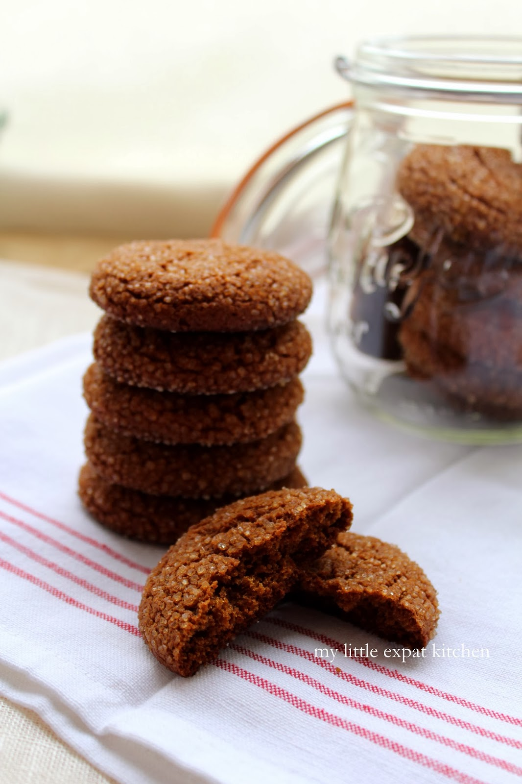 My Little Expat Kitchen: Chewy molasses spice cookies