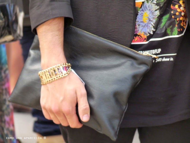 comounaaparicion-streetstyle-colombiamoda-2014-menswear-accessories-gold-black-pouch-spring-summer