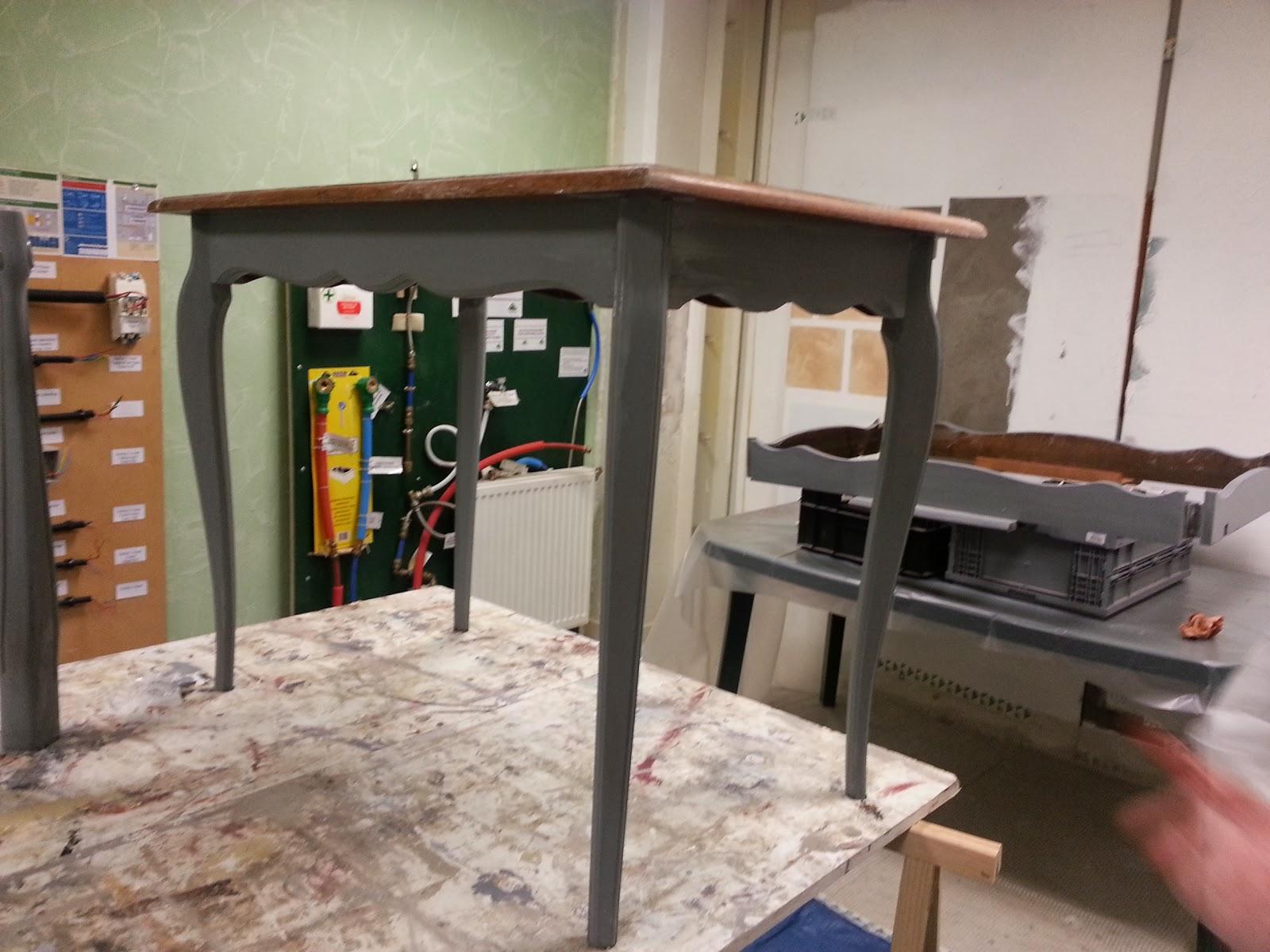 Peinture sur meuble table shabby chic cours de for Peinture sur meubles