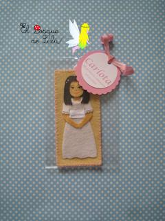 marcapáginas-comunión-personalizado-en-fieltro-regalo-souvenir-regalo-para-invitados-muñeca-comunión