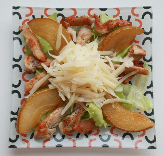 Салат из курицы и карамелизованной груши