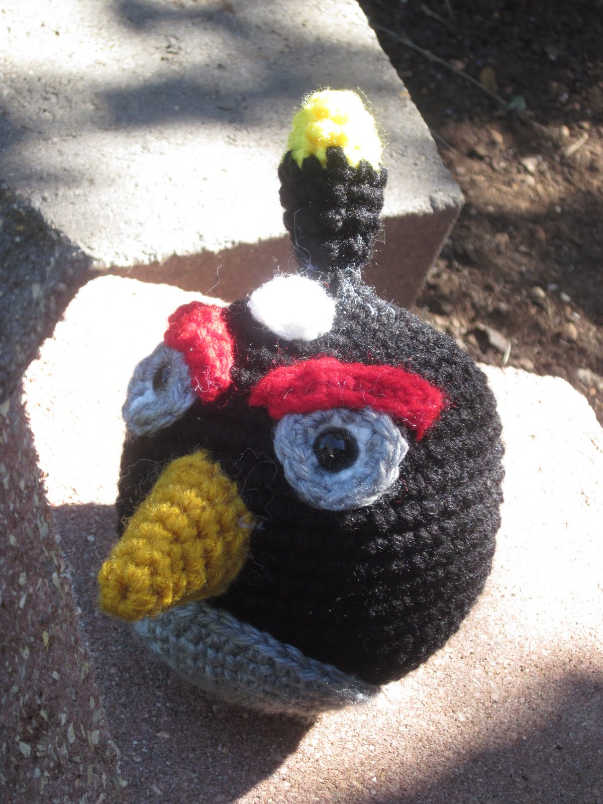 Black Angry Bird Amigurumi Pattern : Lemmy Loop: Black Angry Bird Amigurumi