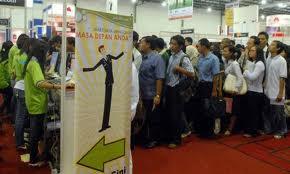 Salah satu tujuan kebijakan ekonomi makro adalah meningkatkan kesempatan kerja untuk mengurangi pengangguran.