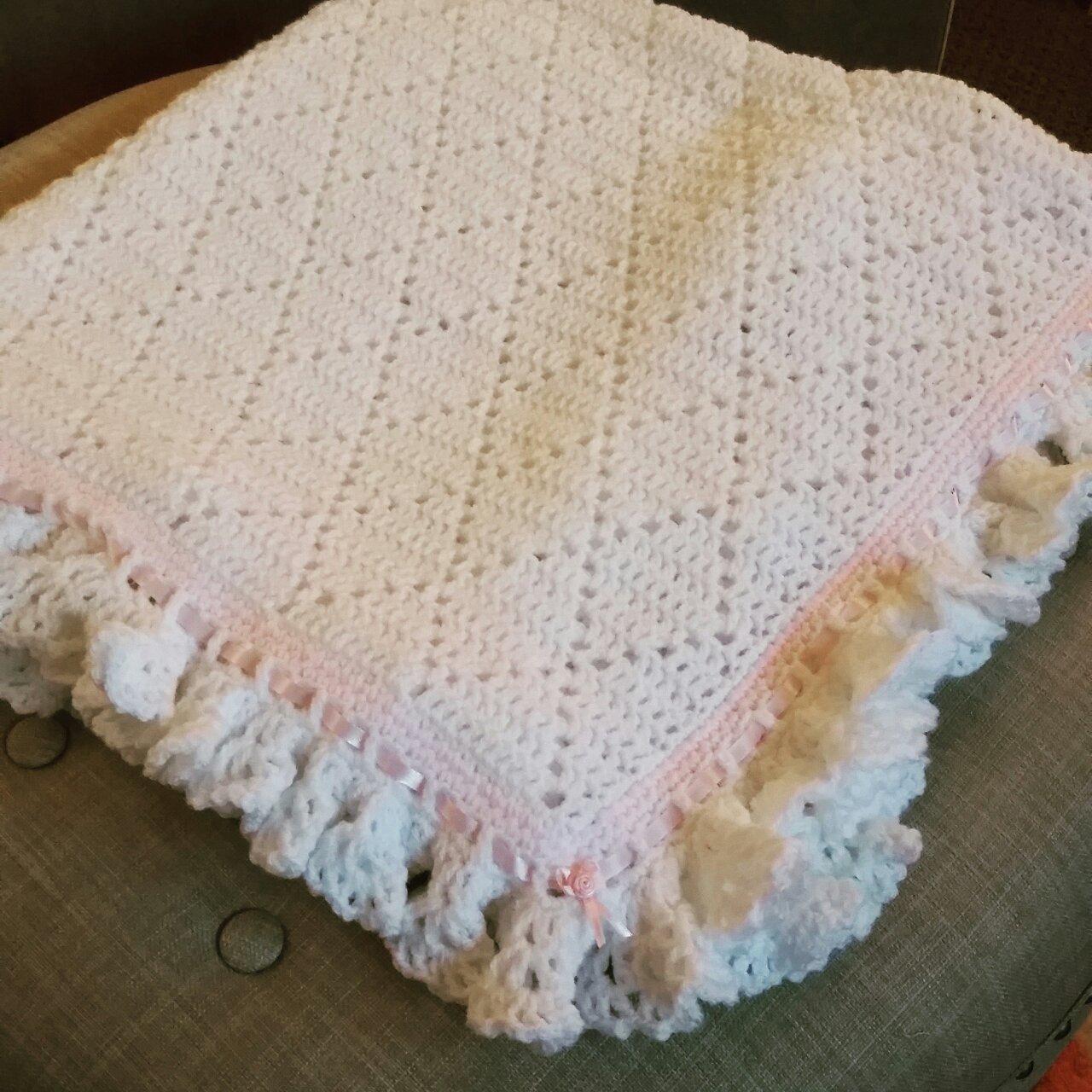 Lilly My Cat: Sadie\'s Crochet Ruffled Baby Blanket