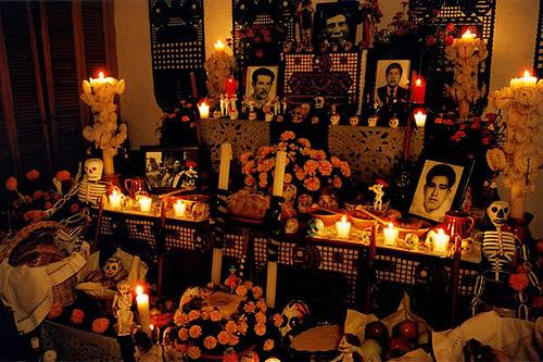 Decoraciones d a de muertos for Decoracion de puertas de dia de muertos