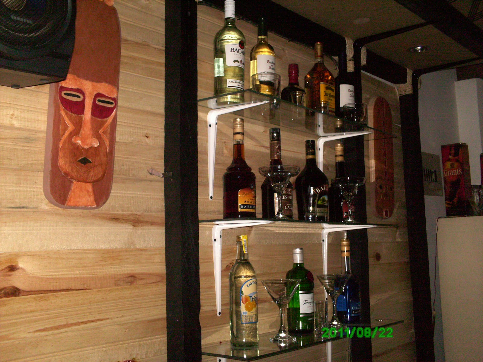 Dekogama decoraci n de bar mamba for Bar licorera de madera para sala