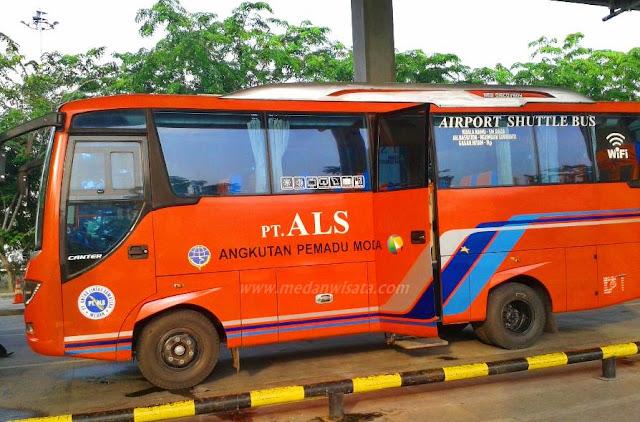 Bus ALS di Bandara Kualanamo