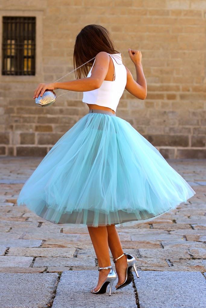 saia de tule azul com cropped branco  moda feminina