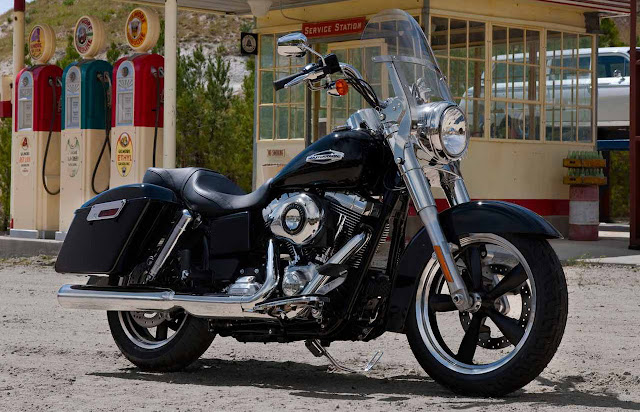 2012-Harley-Davidson-FLD-DynaSwitchback-Vivid-Black
