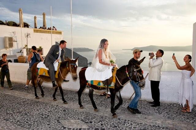 Младоженци яхнали магарета
