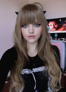 Dakota Rose mirip boneka Barbie
