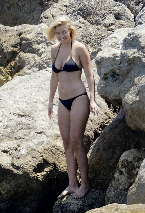 The ten points have become going to start on Thursday, June 12, 2014. In just a black bikini, the model, Lara Bingle displayed her another great diamond physique in all its glory.